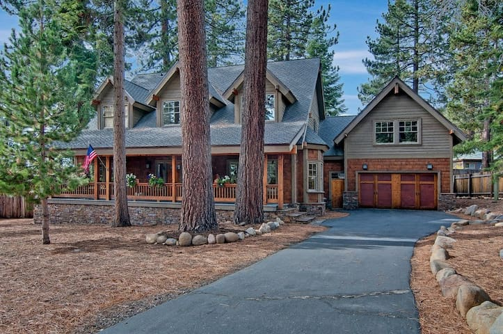 5 Bed 4.5 Bath w/Game Room & Hot Tub - Tahoe Vista - Hus