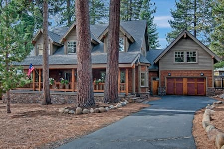 5 Bed 4.5 Bath w/Game Room & Hot Tub - Tahoe Vista