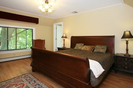 Bedroom/Bath Suite 50 min. to NYC - Mount Kisco - House