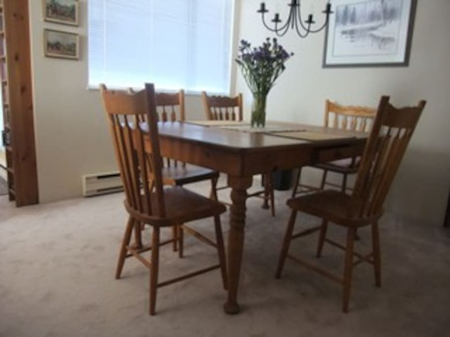 Pine Dining Table with five chairs