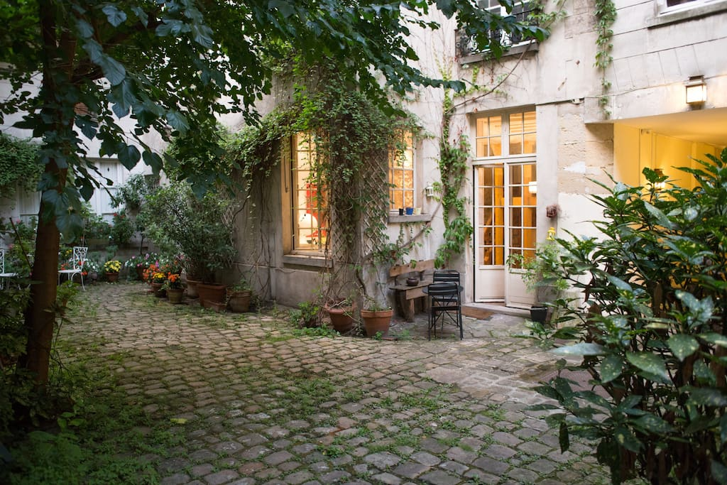 Calm and lovely courtyard. Very rare in Paris.