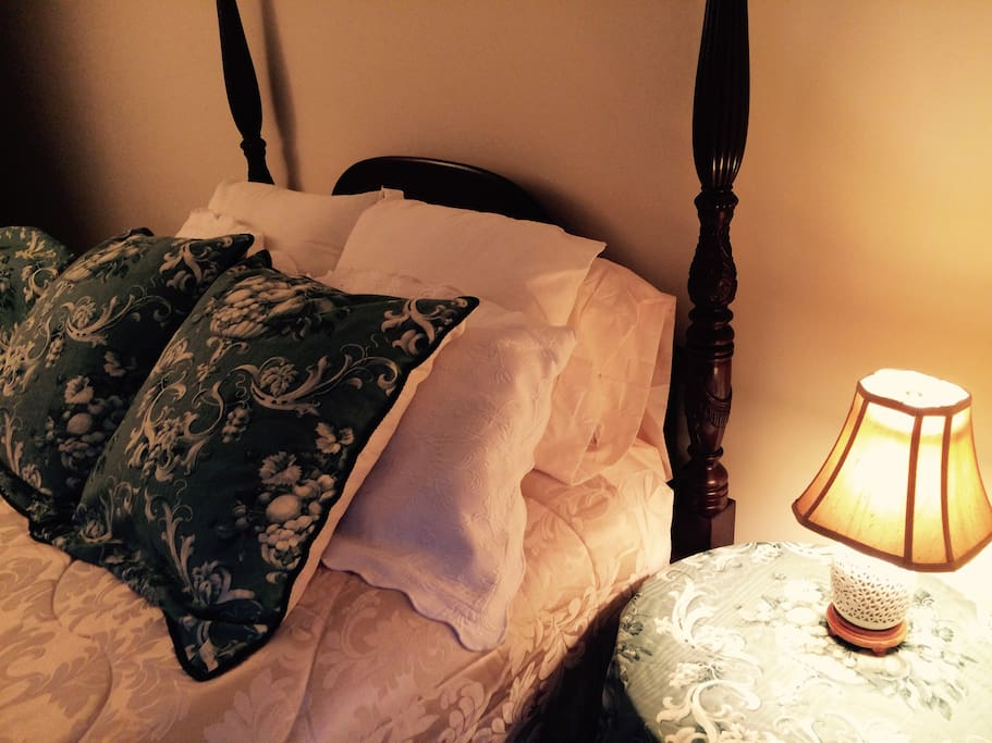 Cozy pillow-top bed, luxury linens. Extra blankets and pillows.