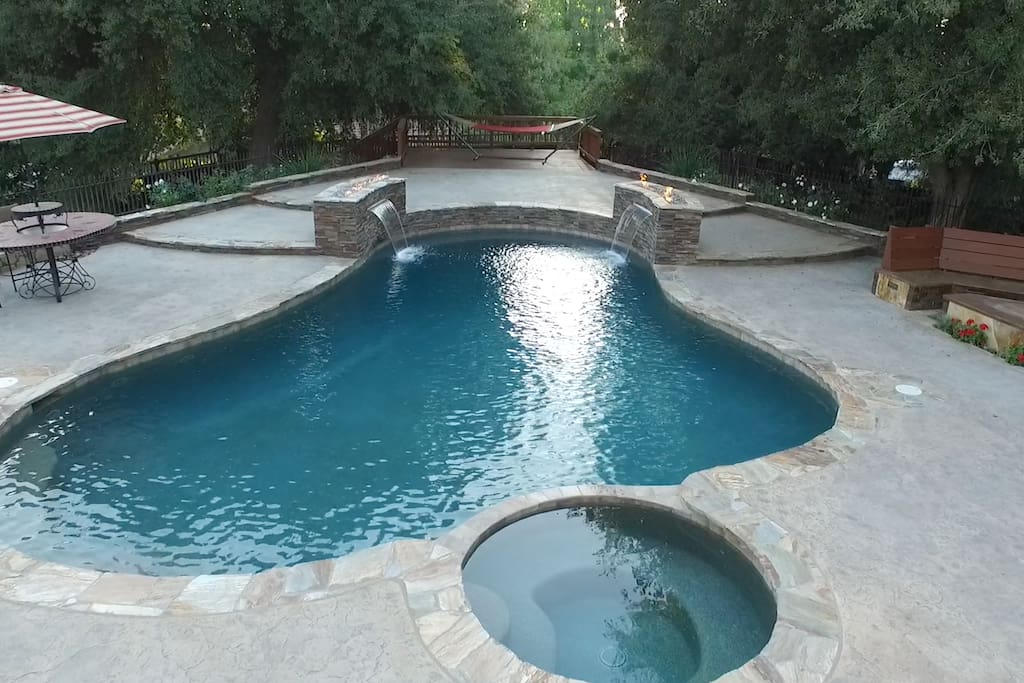 Newly remodeled pool/spa with fountains and fire