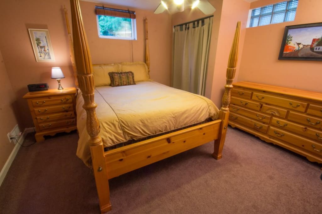 private bedroom with queen size bed