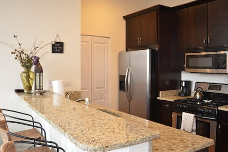 Boystown 1 BR Penthouse in Lakeview - Chicago - Apartment