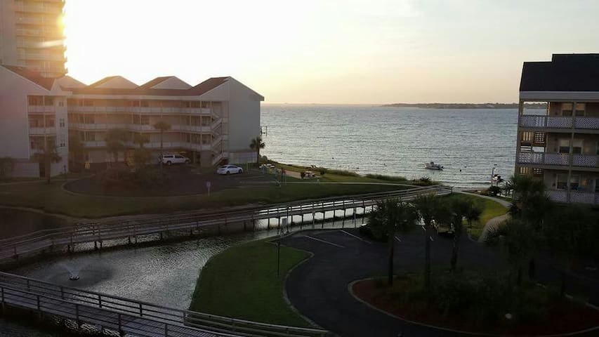 Relax and look out to the water - Pensacola Beach - Apto. en complejo residencial