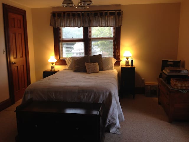 Solar powered Bed and Breakfast - Niles - Bed & Breakfast