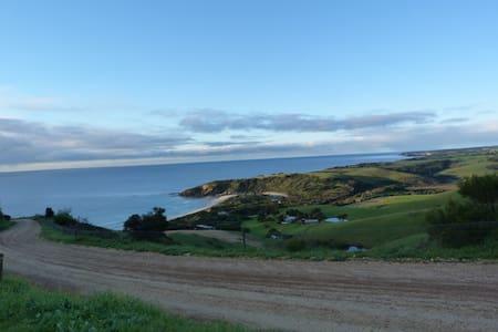 Snelling Beach Escape - sea views on 520 acre farm - Middle River - House
