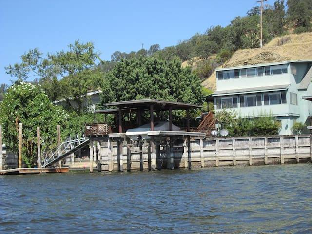 Get away on the Water in Clearlake - Clearlake - Hus