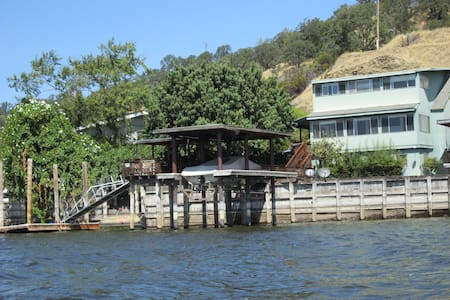 Get away on the Water in Clearlake - Clearlake