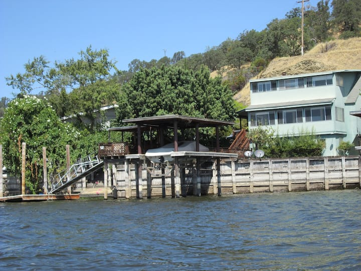 Get away on the Water in Clearlake