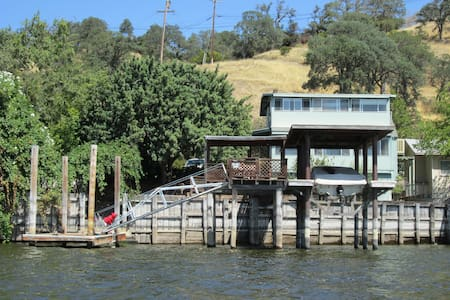 Get away on the Water in Clearlake - Clearlake - House