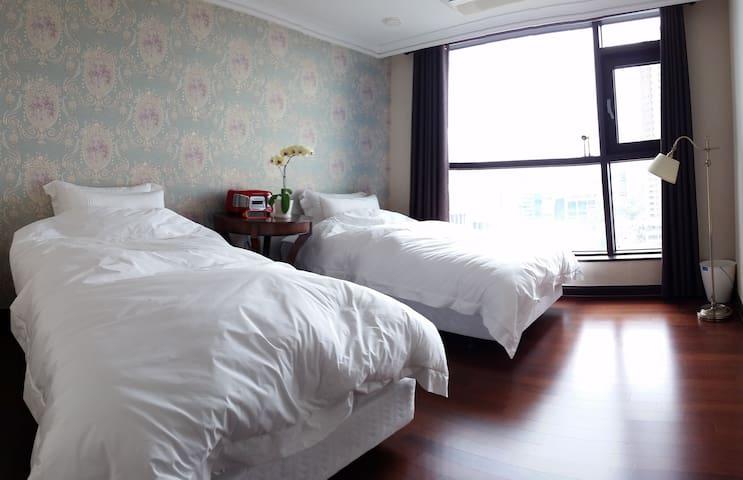 Abi House - Joy & Comfort