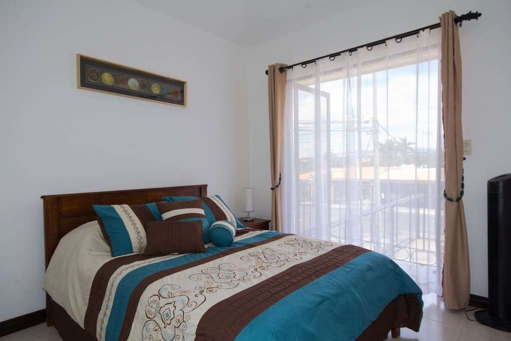 Bright, spacious & confortable bedrooms furnished with linens.