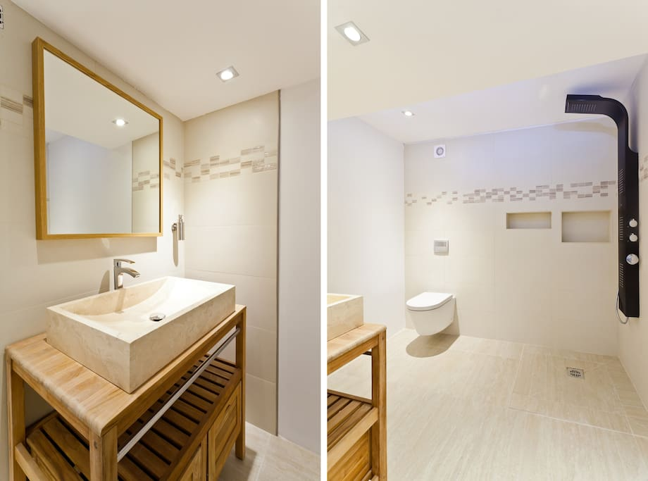Large bathroom with natural stone and in floor heating