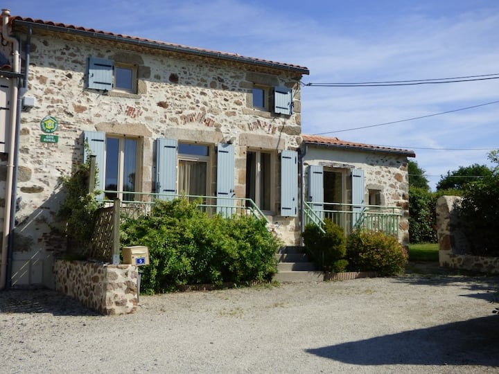 Gîte La Roseraie ( 6 pers.) à 6 km du Puy du Fou