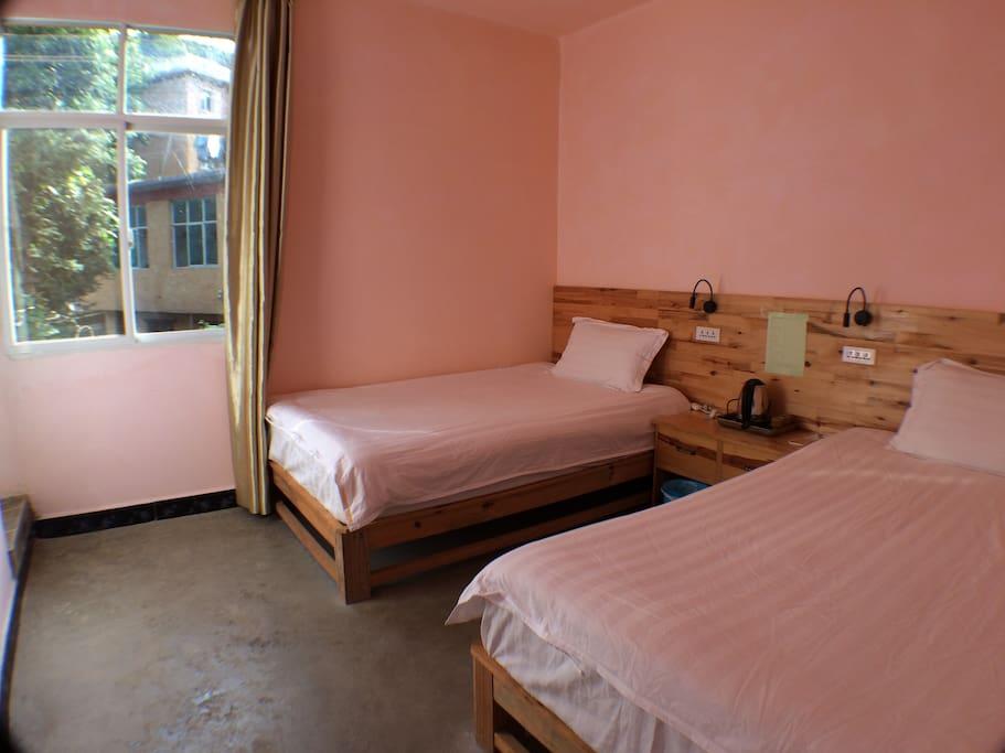 双床标准间(Twin Room w/ Shower)