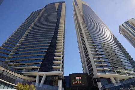 PRIVATE APARTMENT SURFERS PARADISE - Surfers Paradise