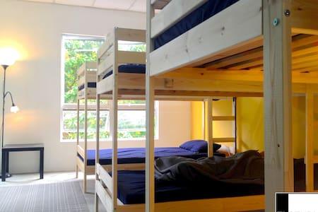 EL STUDIO, 3 beds in hostel - Λανγκάουι