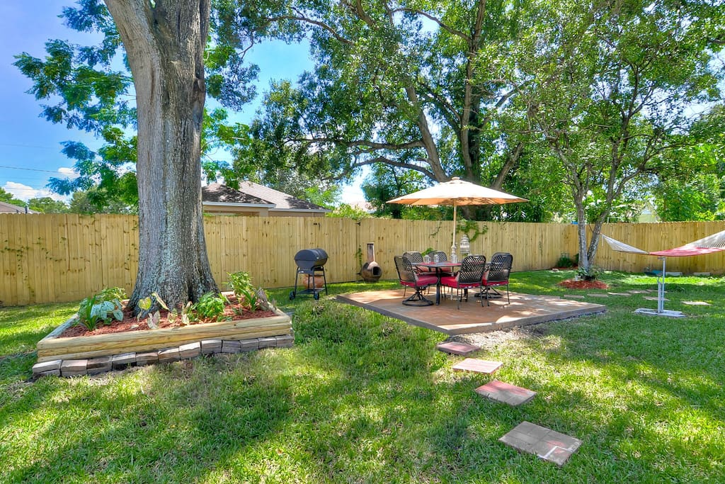 1000 sq feet of backyard and patio space