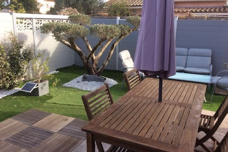 Top 20 holiday lettings saint tropez holiday rentals for Beau jardin apartments