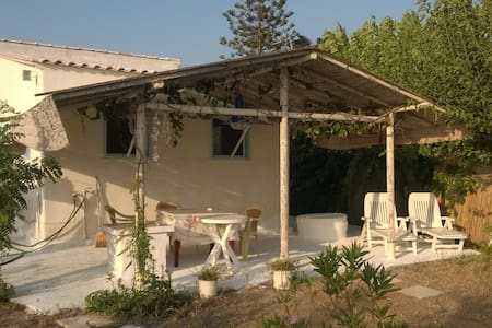 Τraditional Beach House - House