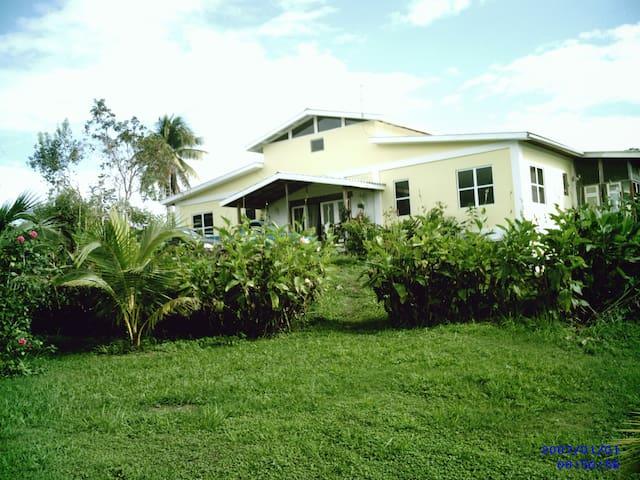 Moe's Vacation Riverside Cabins, Cayo San Ignacio