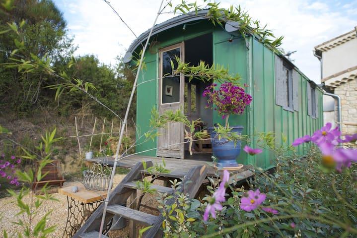 La roulotte, caravan guest room