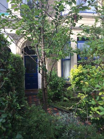 Large Double Loft Room in Pontcanna - Cardiff - Rivitalo