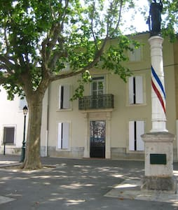 Beautiful Familial House on a Plaza - Saint-Nazaire-d'Aude - Rumah