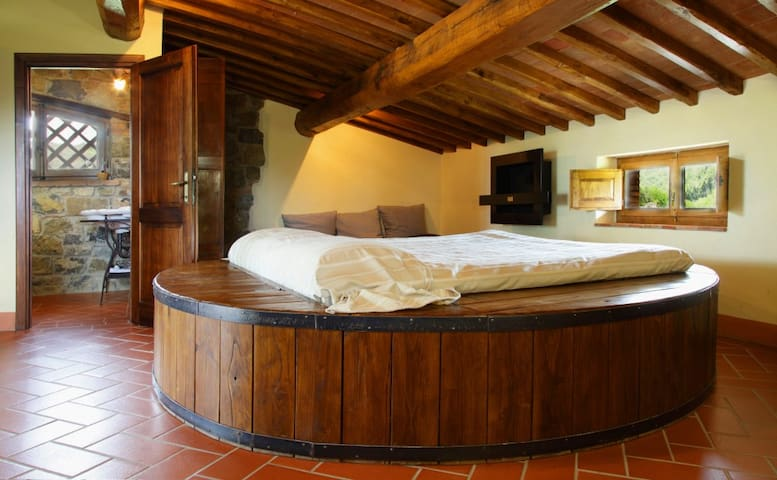 Sleeping in a wine barrel ? - Gaiole In Chianti