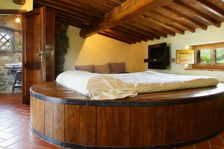 Sleeping in a wine barrel ?