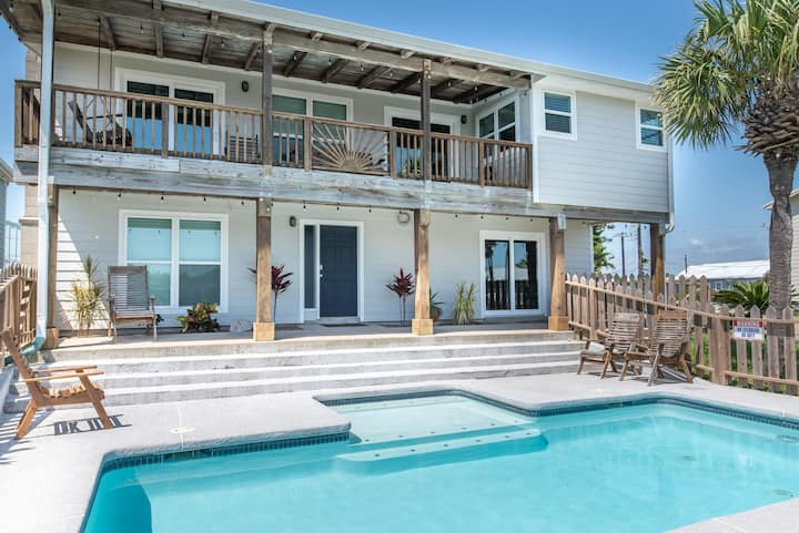 Good Day Sunshine: PRIVATE POOL, Close to Beach, Ocean Breezes