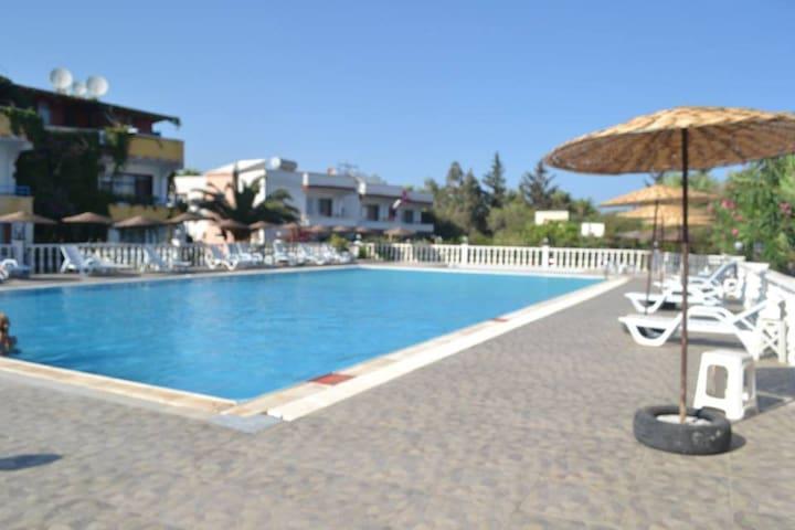 bahçeli, havuzlu denize 300mt apart - Atayurt Belediyesi - Casa