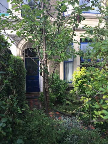 Single Room in Quiet Treelined Avenue in Pontcanna - Cardiff - Townhouse