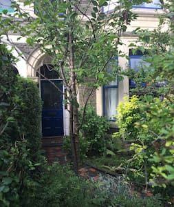 Single Room in Quiet Treelined Avenue in Pontcanna - Cardiff - Reihenhaus