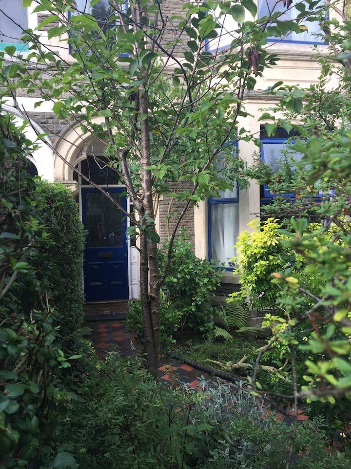 Single Room in Quiet Treelined Avenue in Pontcanna