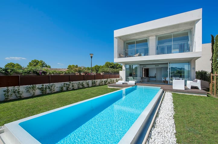Villa Barcares on beach - แอลคูเดีย - วิลล่า