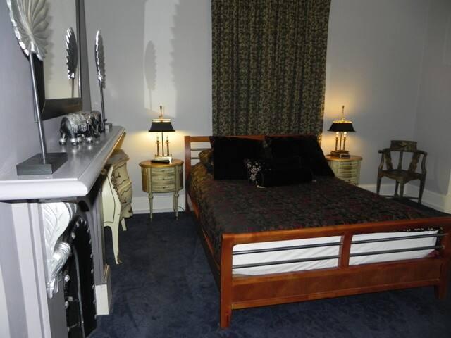 Queen en-suite room number two
