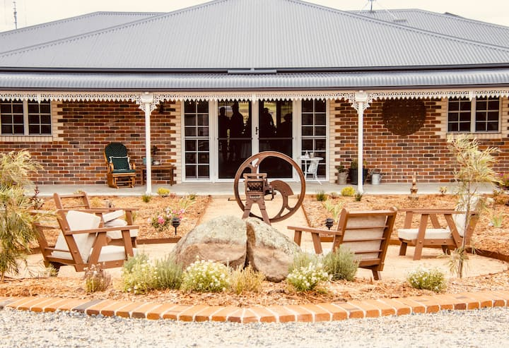The Banjo Paterson Room at Carpe Diem Guesthouse