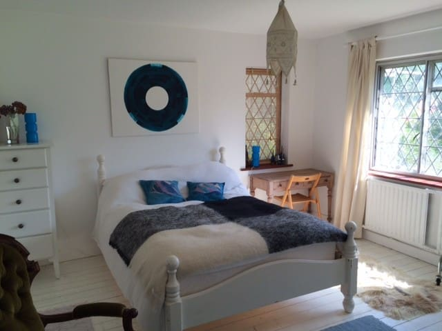 2 large double bedrooms by the sea - Saltdean - Bed & Breakfast