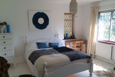 2 large double bedrooms by the sea - Saltdean