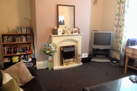 Cosy 2bed house, wifi nr uni & city - Bradford - Haus