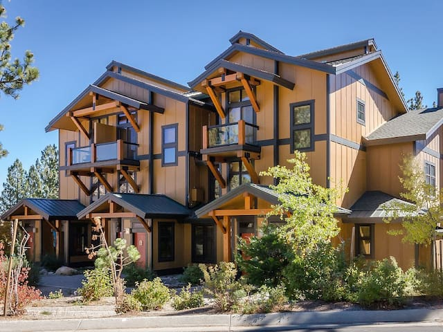Mammoth Retreat Jacuzzi & Private Indoor Parking