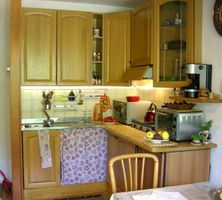 Kitchen area with microwave and grill,coffee machine and small oven