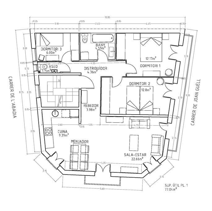 Plano de la distribución de la planta. Tiene una superfície de 77 m2 i ventilación a 3 calles.