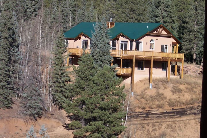 Romantic Home on 50 acres Ranch - Woodland Park - House