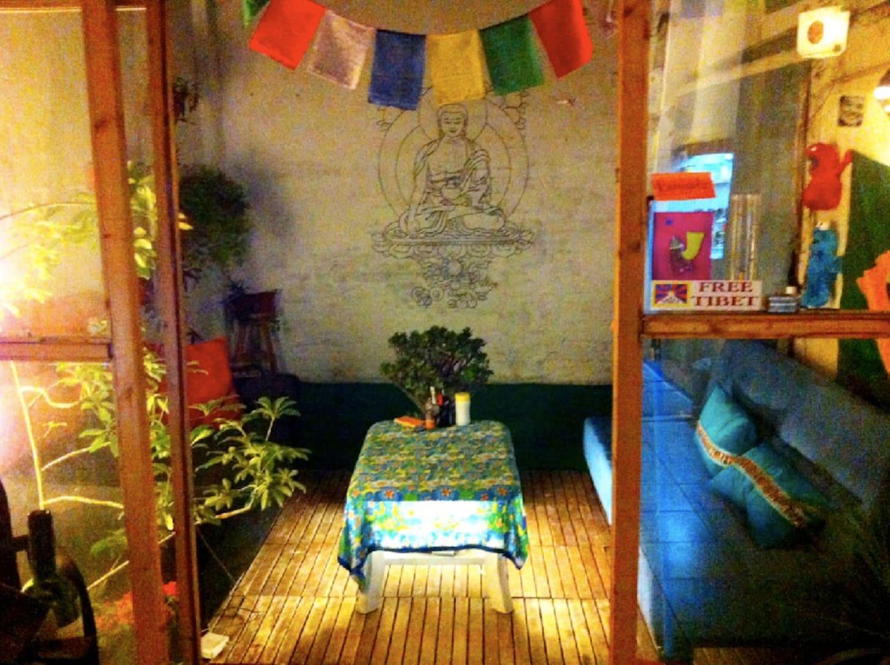 buddhist flat at gràcia