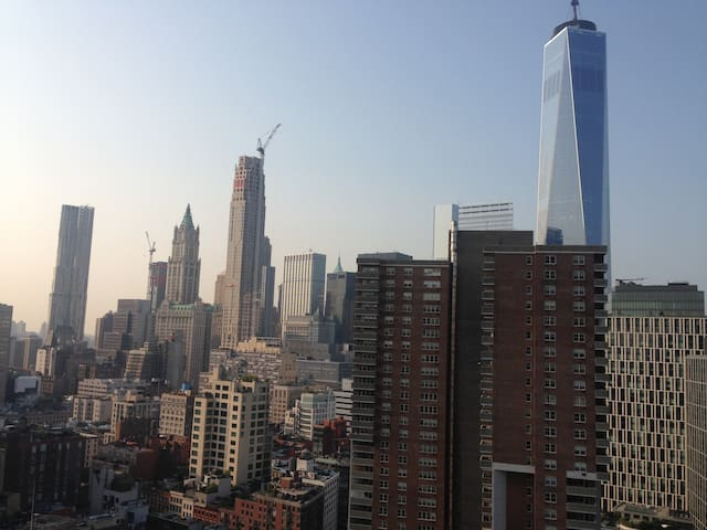 Private Balcony and views of WTC! - 紐約 - 公寓