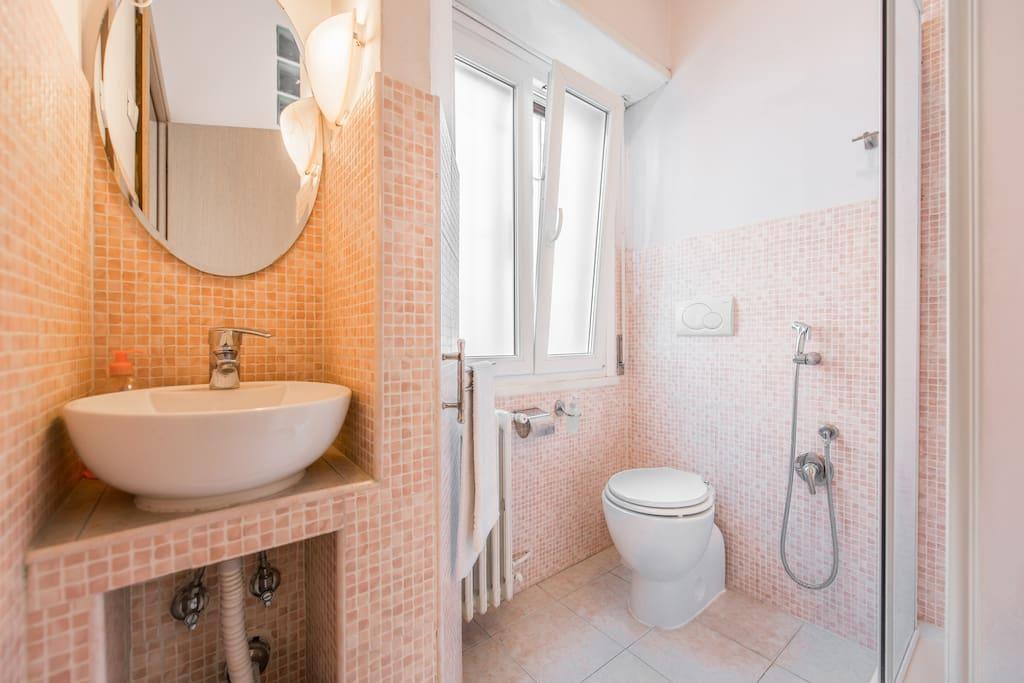 Stanza viola con bagno privato pernottamento e colazione - Stanza con bagno privato roma ...